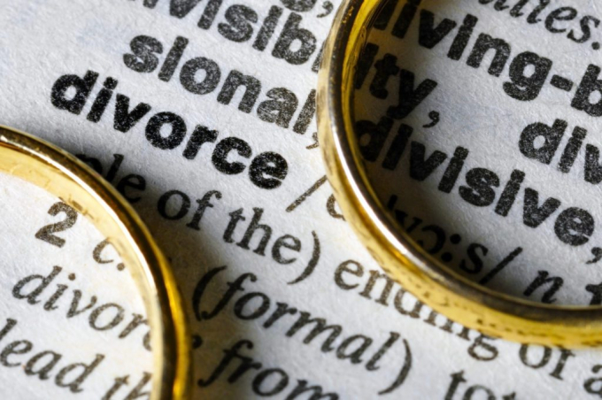 Dictionary entry for divorce with two rings