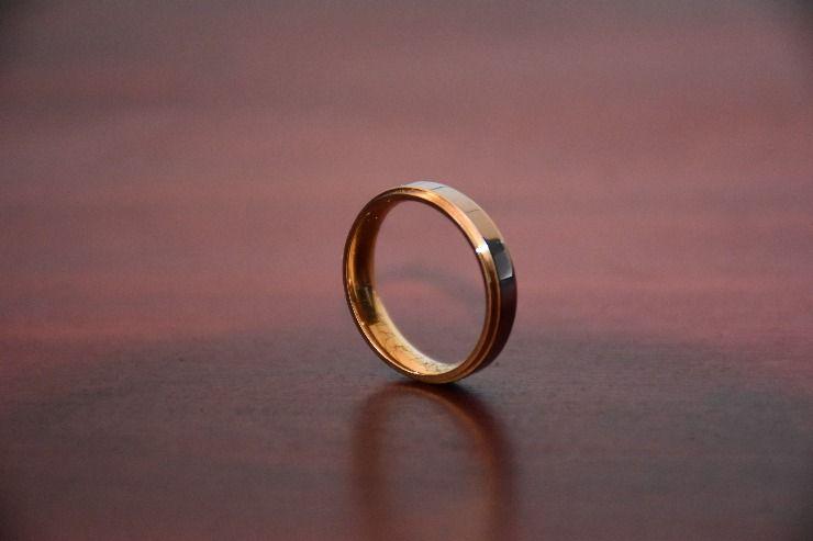 Single wedding ring