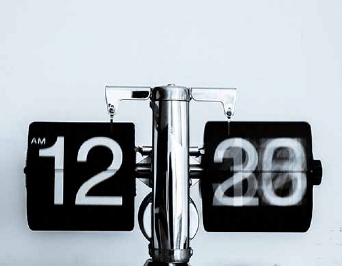 Black and white retro flip down clock