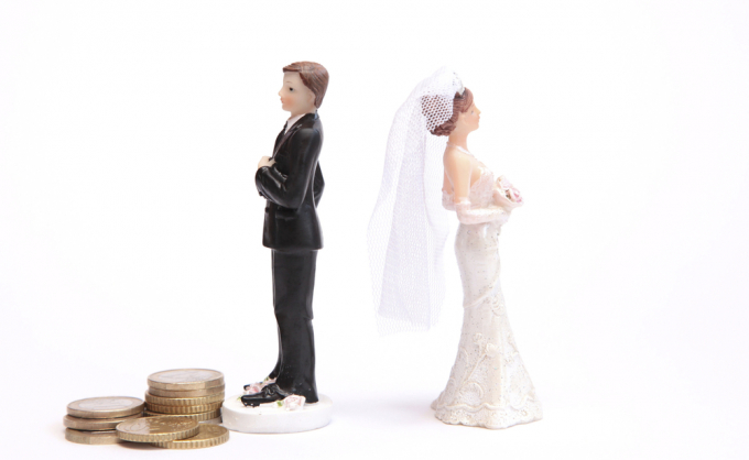 Wedding cake figurines with coins