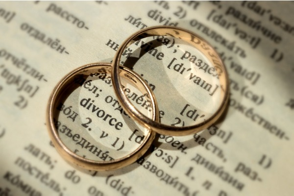 divorce split shown with rings